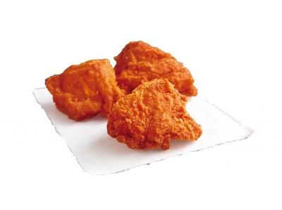 """香ばしさが特徴のレッドペッパーとまろやかな辛さが特徴のホワイトペッパーを合わせた """"特製鶏から""""「赤辛」"""