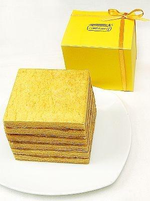 こちらは四角い形が珍しいコンフィチュールサンドバウム(1600円)