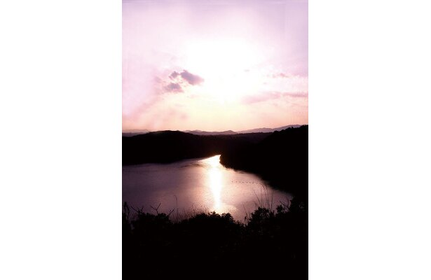 的矢湾大橋の夕景。プロモーションビデオの撮影にもよく使われるという