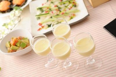グラスに入っておしゃれになった季節の食材を使ったすり流し