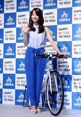 自転車大好き!堀北真希が「夏 ...