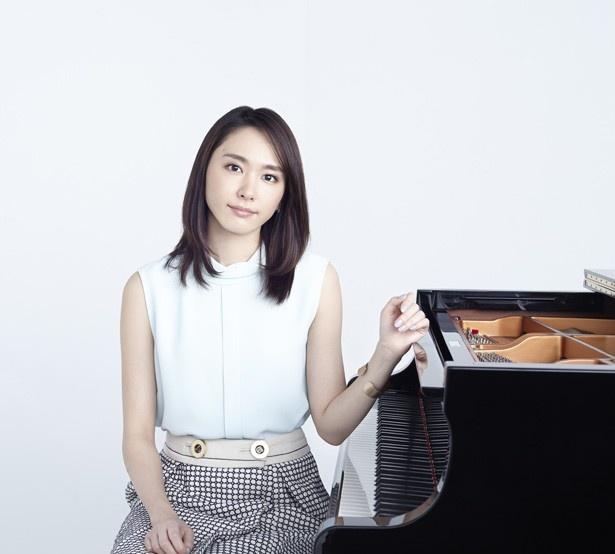 映画『くちびるに歌を』で、天才ピアニストだったと噂される臨時教員の柏木先生を演じる新垣結衣