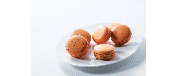「アルデュール」の「オレンジのマカロン」(1個・158円)は銀座三越限定