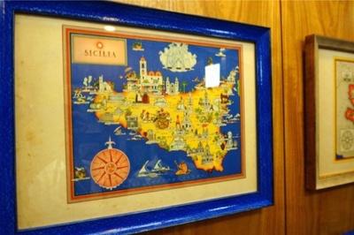 エレベーター内にはイタリアの古地図が