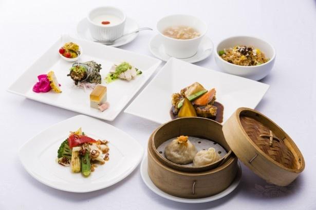 「ジョーズシャンハイ」のコース。フカヒレ、エビ、イカ、ホタテ、ツブ貝を贅沢に使ったスープや、定番の小籠包など全7品