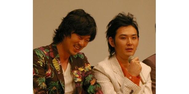 新井浩文は松田龍平と『青い春』(2002)以来の共演。ふたりは撮影中ずっと一緒だったとか
