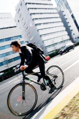 """最近急増している""""ジテツウ族""""。自転車通勤の魅力は一体どこにあるの?"""