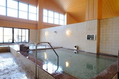 内湯は2種類のサウナのほか、4種類の浴槽がある