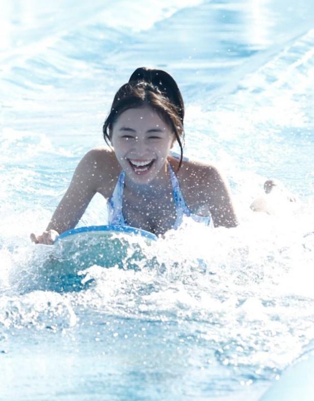 CMで水泳中の松井珠理奈さん