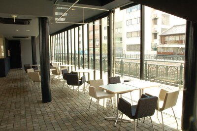 1階にあるカフェ