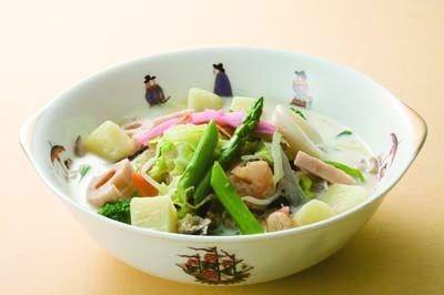 ミルク入りのスープはマイルドな味「野菜いっぱいのちゃんぽん」(1260円)