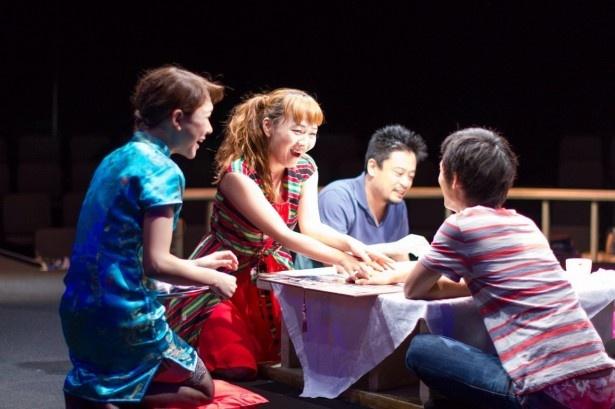 青山円形でのラスト公演に、思い入れも強い主宰・桑原裕子(写真左から2番目)