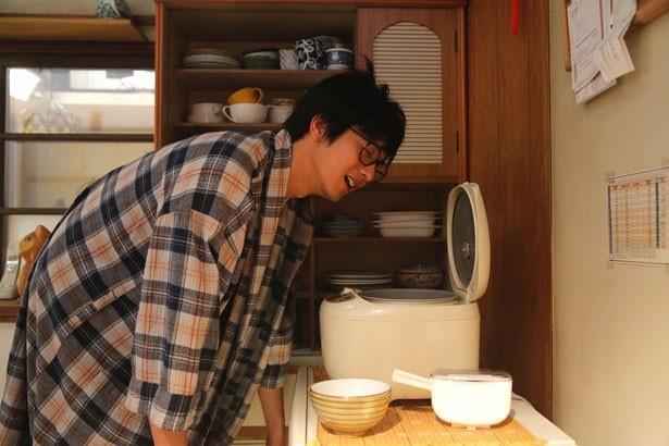 炊き立てのご飯の匂いをかぐことが好きな小野寺の弟。向井理が爽やかに好演!