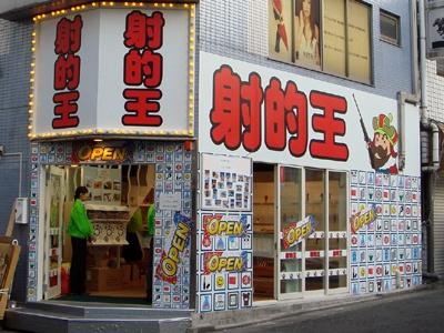 外観はいかにも歌舞伎町っぽいけど…