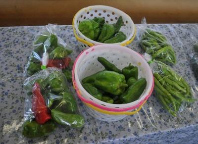 『えきなかマルシェ』では地元産の野菜がいっぱい!