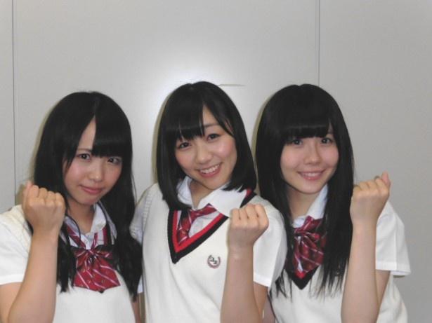 初のMCに気合十分の松村香織(左)、須田亜香里(中央)、谷真理佳(右)