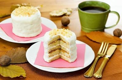 「5枚重ねのパンケーキ(リコッタ入りクリーム)」(9月23日発売、395円)