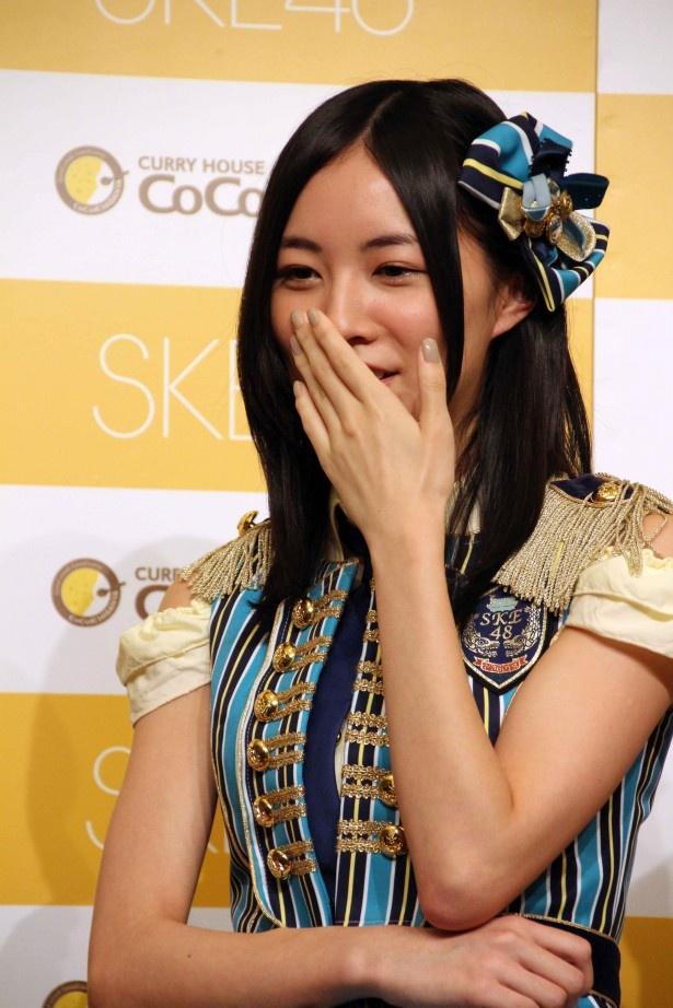 松井は「皆さんにカレーをたくさん食べていただいて、華麗に優勝したいです!」と得意のダジャレを披露
