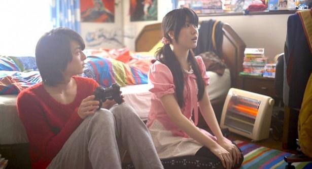 """16歳と62か月を自称する女子大生の""""ぼん""""とは一緒にゲームをしたりする仲だ"""