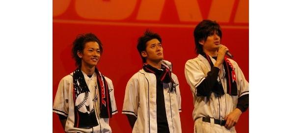 左から・佐藤健、 高岡蒼甫、城田優