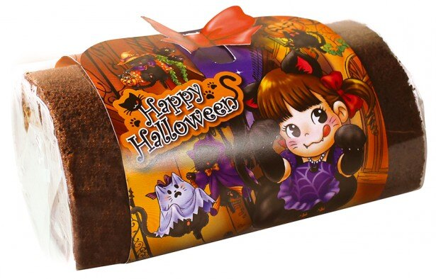 クラッシュマロンが入ったチョコクリームとがナッシュをやわらかなココアスポンジで包んだ「チョコとマロンのふんわりロール」(1080円)