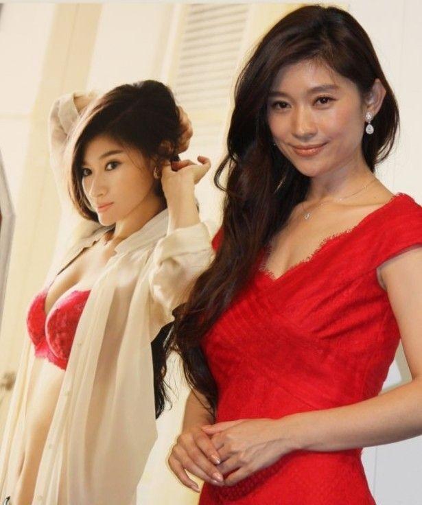 【写真を見る】バストを美しく見せるドレスでCM会見(第1弾発表会)に登場した篠原涼子