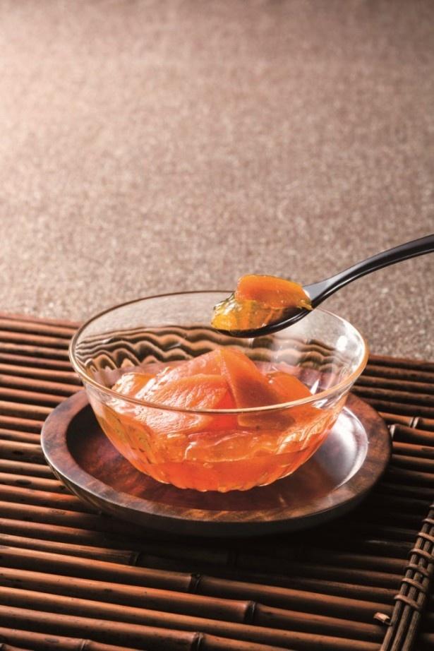 果汁を多く含んだみずみずしい愛知県産と甘味の濃い奈良県産の富有柿のピューレをブレンドして作られたゼリー「洛柿野」