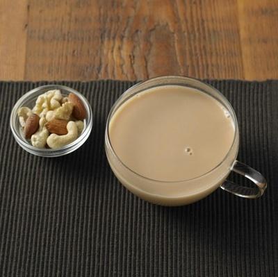 インドのチャイを手本にルイボスで仕立てた「好みの濃さで味わう ルイボスジンジャーチャイ」(130g380円)