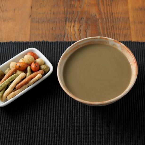 香ばしさとやわらかい甘みが調和した味わいの「好みの濃さで味わう ほうじ茶ラテ」(120g380円)