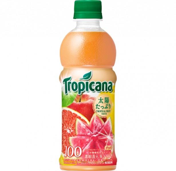 【写真を見る】6月に発売され好評を得たリンゴとピンクグレープフルーツとグゥバをブレンドした「トロピカーナ 100% トロピカルフルーツテイスト」(税別140円)