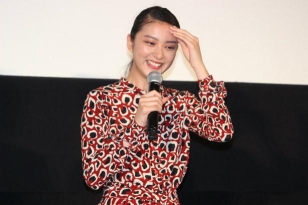 【写真を見る】武井咲も大興奮して、目を潤ませながら舞台挨拶