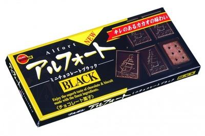 【写真を見る】男性も手に取りやすいパッケージデザインが印象的な「アルフォートミニチョコレートブラック」