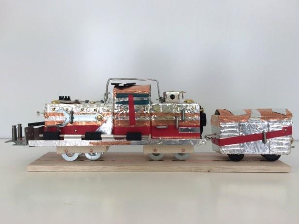 芸術造形研究所によるワークショップ「おもしろ素材で作る!パワフルディーゼル機関車」