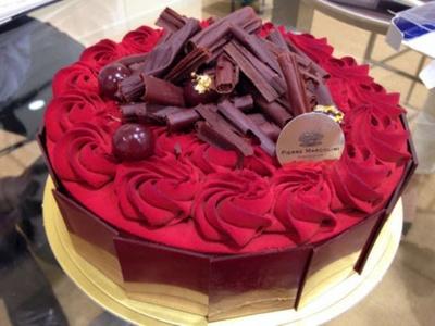 ベルギーの人気ショコラティエ・ピエール マルコリーニ「100 ans de chocolat flamme(東京駅舎100周年記念ケーキ)」(2万1600円)(グランスタ)