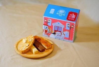 東京駅舎をイメージしたパッケージに人気の焼き菓子を詰め合わせた小岩井農場「クッキー詰合せ」(900円)(エキュート東京)
