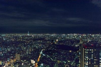 オザミ サンカントヌフから見える夜景について、「ここからは東京スカイツリーと東京タワーが見えます。東京にいるんだ、ということを実感できますね」と丸々氏は語る