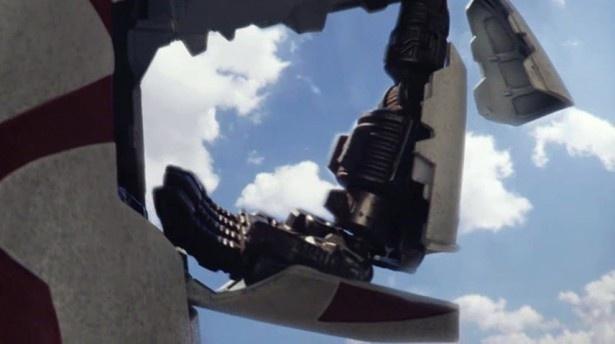 【画像を見る】「太陽の塔のロボ」がグイーンと腕から始動!/公式プロモーションムービー(2/11)
