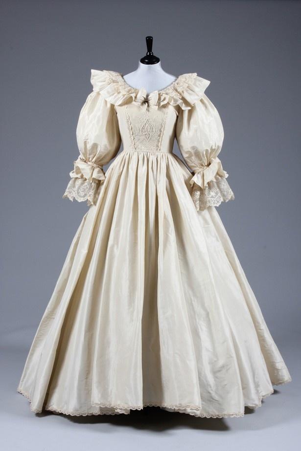 【写真を見る】有名すぎる伝説のウェディングドレス(レプリカ)