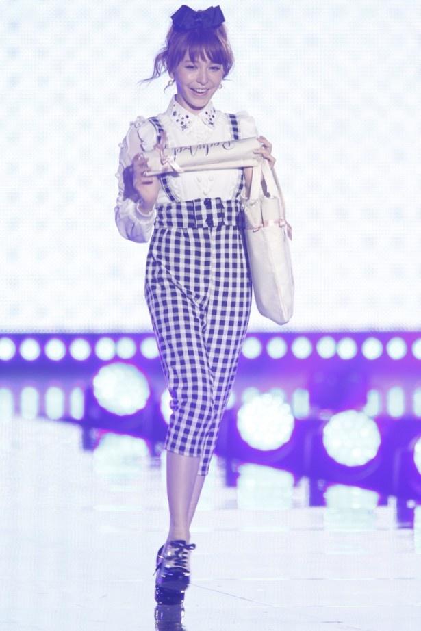 堂々の登場、モデルの藤井リナ