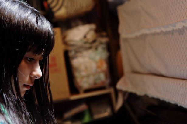 『物置のピアノ』のワンシーン。主演の芳根京子は初の映画出演で主役を演じた