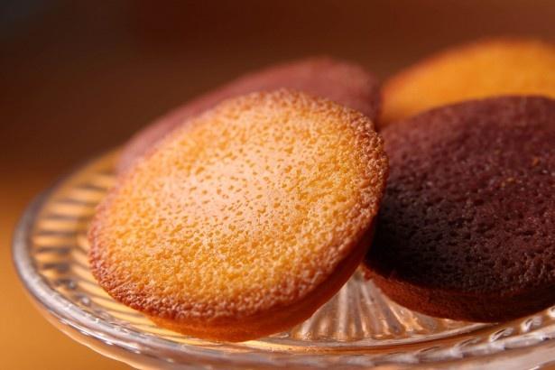 果汁とフルーツパウダーを加えた甘酸っぱい風味が特長の「フルーツフィナンシェ」