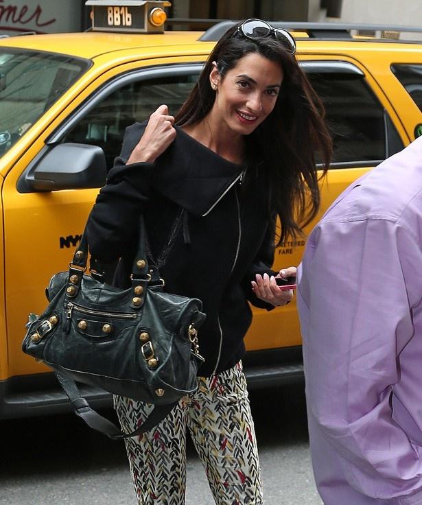 【写真を見る】お相手の美しすぎる女性弁護士アマル・アラムディン