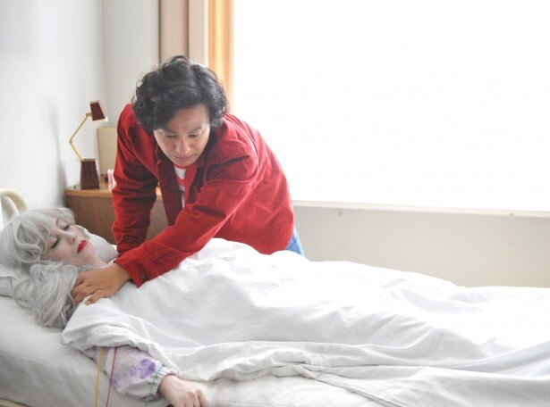 楳図の母親・イチエ役の真行寺君江は、美しくもはかなく、おどろおどろしい母の姿を披露している