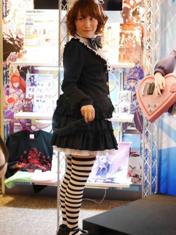 稲川のコスプレもミニスカートとしましまソックスがポイント!