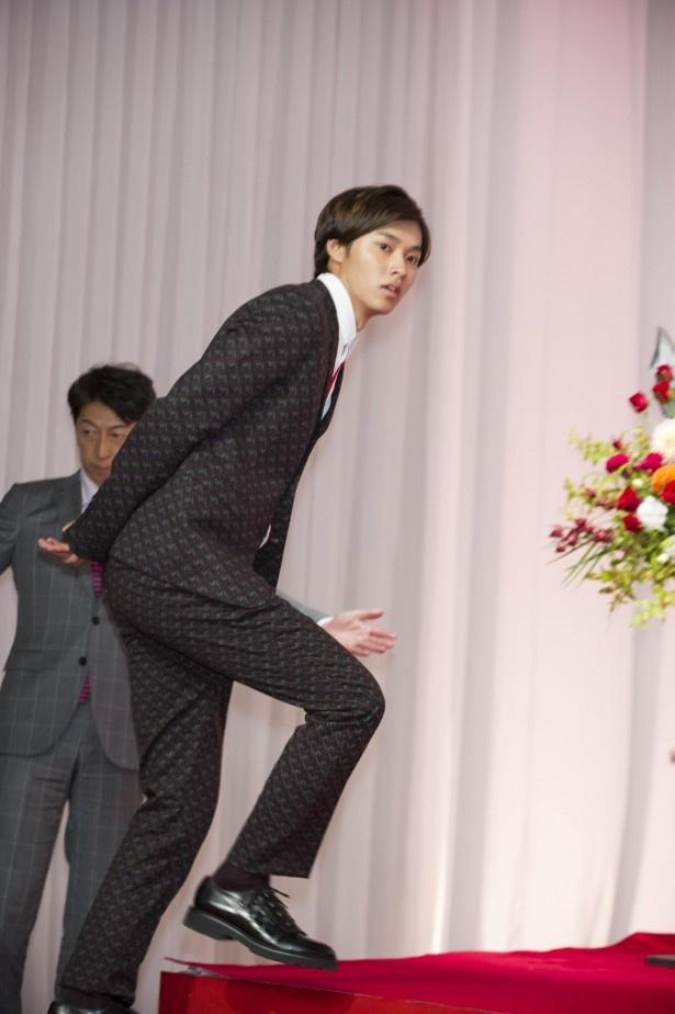 山崎演じる圭太の祖父弥太郎役は、中村敦夫が演じる