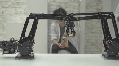 「湖池屋 指の粉対策プロジェクト」の公開映像。これが噂の専用ロボットだ!