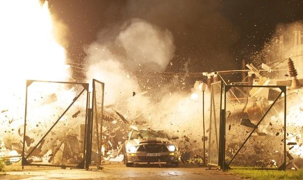 すべて本物の車を使用するというこだわりようで、CG無しの臨場感を追求した