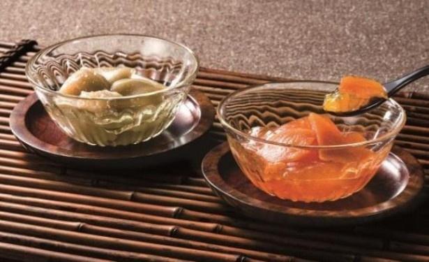 (写真左から)熟カキの甘味をぎゅっと凝縮したゼリー「洛柿野」とクリの甘味を味わえる水羊羹「栗水甘」
