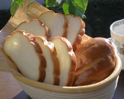 ジャージーミルクをたっぷりと使った「女王陛下のミルクパン」ジャージーミルクブレッドは、そのまま食べると、ほんのりとミルクの香りが味わえる