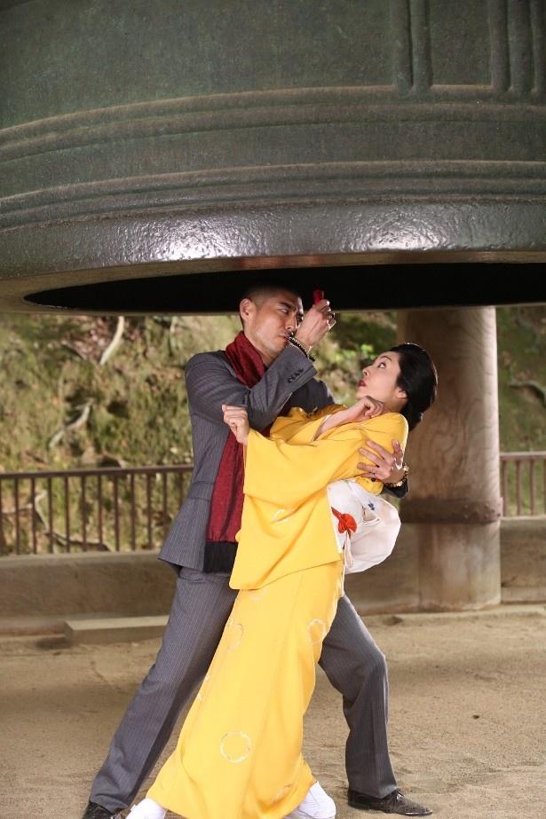 高嶋政伸との情熱的なダンスシーンもアッパレ!